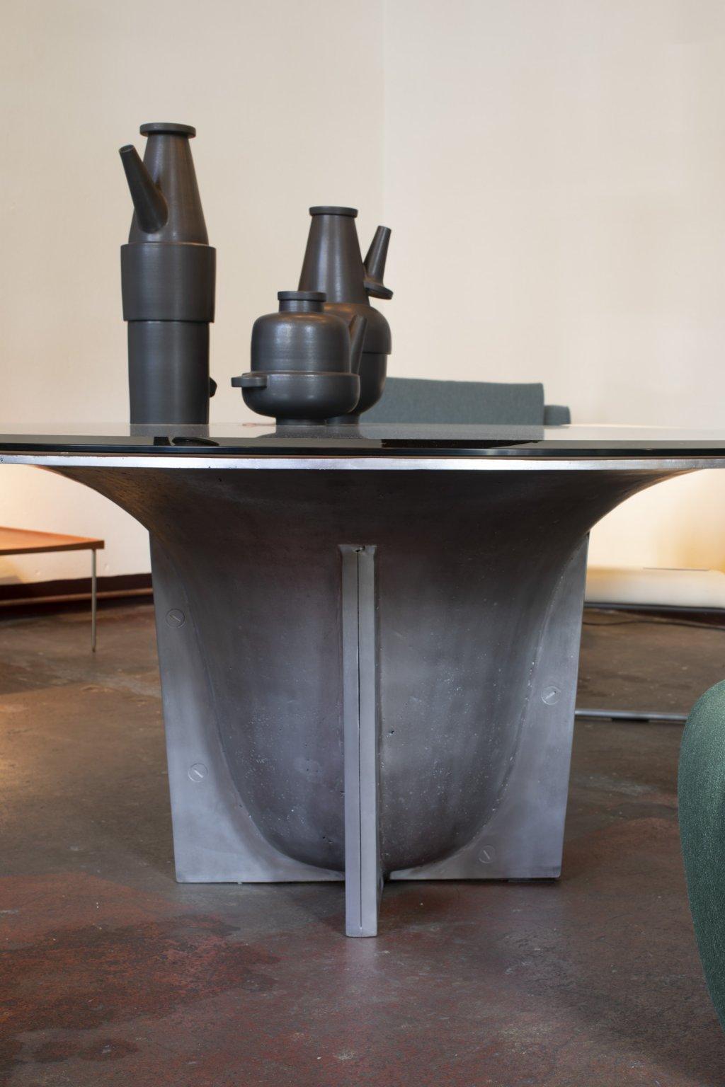 Orotundo dining table, dm: 160cm, solid aluminium, glass top, produced by AB M&E Ohlssens Klockgjuteri & Glen Baghurst, designed by Glen Baghurst