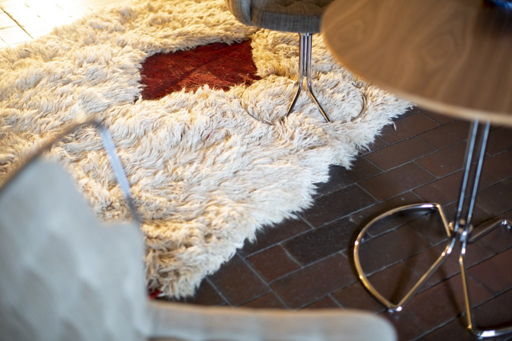 Mia + Column base table, Tulu Carpet by Lila Valadan